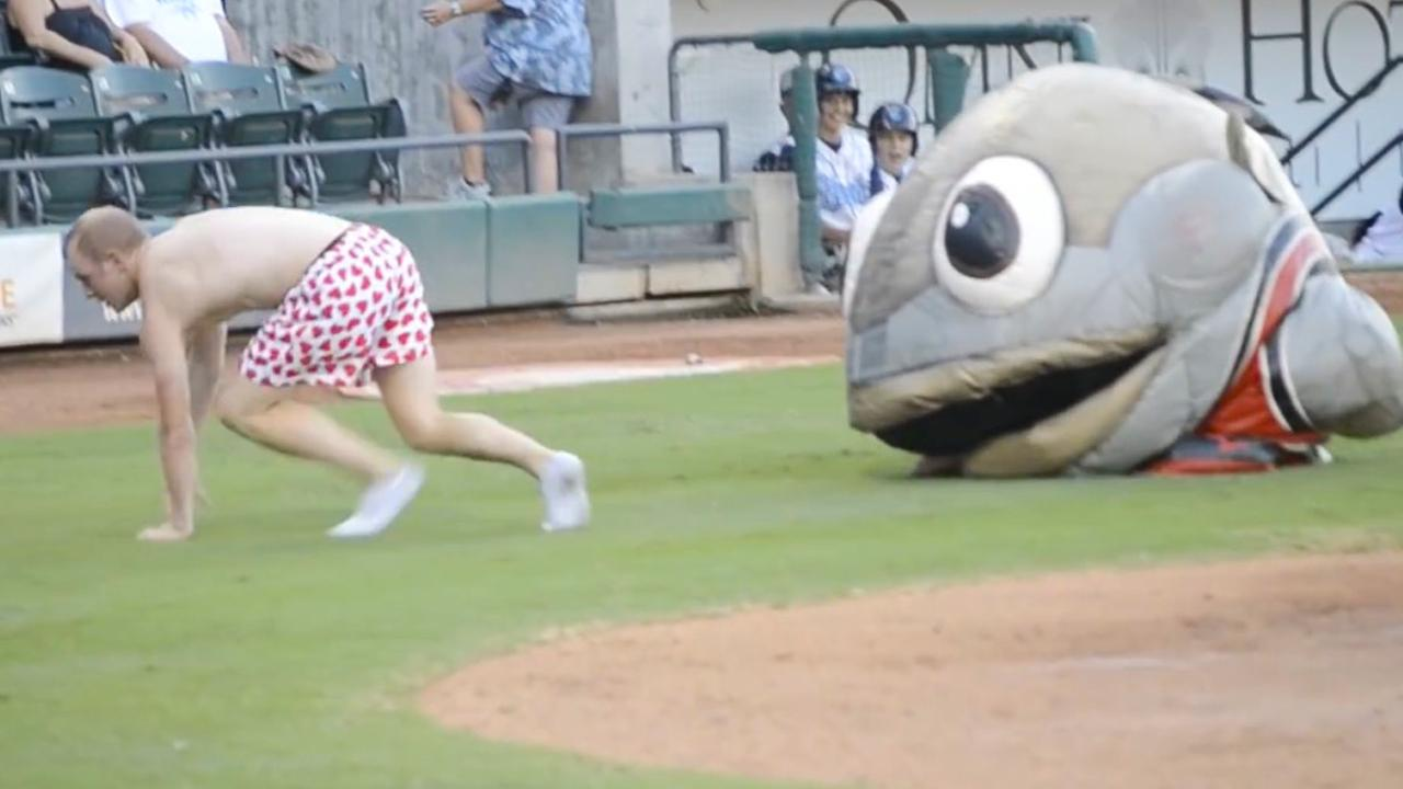 Top 10 Most Hilarious Mascot Fails You Ll See Today Watchmojo Com